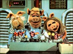 """""""Pigs in Space"""" LOL the skit from the """"Muppet Show"""""""