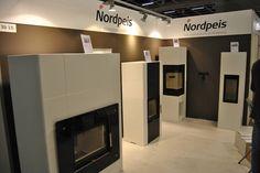 Nordpeis Salzburg XL mustalla lasiedustalla, Nordpeis M, Nordpeis Odense ja Nordpeis Sakai.http://nordpeis-suomi.fi/