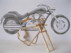 Já apresentamos no MDig algumas bonitas miniaturas de moto, no passado, mas na minha opinião poucas são tão incrivelmente ricas em detalhes como as obras-primas de madeira do jovem Vyacheslav Voronovich. O artista, nascido em Lvov, sonhava em ter ...