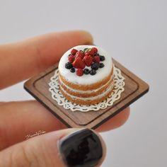 #nakedcake prototype but it's error. The icing on the top is kinda too smooth. Aw.... #ネイキッドケーキ 上のクリームがポッテリすぎたので(塗ってる感なし?)…また…出直します✋