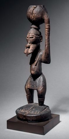 http://www.binocheetgiquello.com  Provenance(s):  - Hélène et Henri Kamer, très probablement collectée durant leur voyage de 1957 au Mali  - Collection privée européenne  - Sotheby's, New York, 14 novembre 1989, lot 28  - Collection privée new-yorkaise