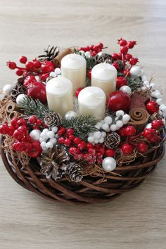 35 Trend Simple Rustic Winter Christmas Centerpiece y Manualidades Reciclaje y Manualidades Ideas y Manualidades ✂️ Christmas Advent Wreath, Christmas Candle Decorations, Christmas Flowers, Christmas Candles, Rustic Christmas, Winter Christmas, Christmas Crafts, Holiday Decor, Candle Centerpieces