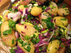 Salade chaude de pommes de terre au chou rouge.