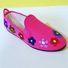 Zapatillas pintadas a mano en Manualidades El Cascabel
