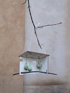 Nistkästen & Vogelhäuser - Bauhaus Meisenmensa - Meisenknödel Vogelhaus - ein Designerstück von Rugwind-Design-Studio bei DaWanda