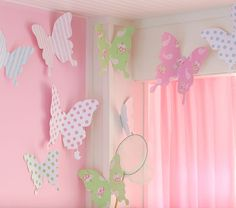 DIY butterfly wall decor - PB kids inspired/copied - for a fraction of the cost! (from Two Crazy Cupcakes) Butterfly Room, Butterfly Wall Decor, Butterfly Party, Paper Butterflies, Paper Flowers, Giant Butterfly, Butterfly Kids, Butterfly Mobile, Diy Butterfly Decorations