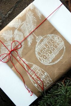 Gifts Wrapping & Package : ooo I love this! and I allllmost bought white wraping paper! Wrapping Gift, Xmas Wrapping Paper, Gift Wraping, Christmas Gift Wrapping, Wrapping Ideas, Paper Grocery Bags, Paper Gift Bags, Christmas Bags, 12 Days Of Christmas