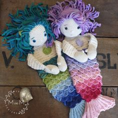 The Melly Teddy Ragdoll Shelly & Sandy Mermaid is a cross between a lovey blanket and a soft toy, perfect to crochet for babiesa and small children. Crochet Gratis, Crochet Dolls, Free Crochet, Crocheted Toys, Crochet Mermaid, Crochet Baby, Lovey Blanket, Blanket Crochet, Crocodile Stitch