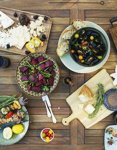 Pour être en forme et en bonne santé, manger équilibré et sainement n'est pas si compliqué. On a fait le point sur les fondamentaux avec Véronique Liégeois, nutritionniste et auteure de « Mes astuces et conseils de nutritionniste », Eyrolles. http://www.elle.fr/Elle-a-Table/Les-dossiers-de-la-redaction/News-de-la-redaction/Comment-adopter-une-alimentation-equilibree-2915986