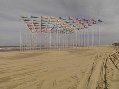 Le vent souffle où il veut  Installation de Daniel Burens, à la plage de Haan en Belgique dans le cadre de l'événement Beaufort 03 (2009)