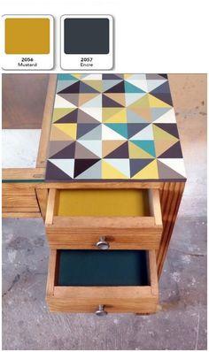 Φ Encre et moutarde, deux couleurs aux accords parfaits. Meuble trouvé chez http://www.collectivesoul.fr/?q=fr/meubles/bureau