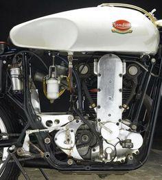 Racing Motorcycles, Vintage Motorcycles, Road Racer Bike, Ducati 916, Motorbike Parts, Brat Cafe, Race Engines, Motorcycle Engine, Motorbikes