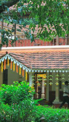 Village House Design, Kerala House Design, Village Houses, Small House Design, Kerala Architecture, India Home Decor, Indian Home Interior, Kerala Houses, Hawaii Homes