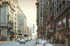La calle Ahumada en la década de 1960. Revista Life Old Pictures, Old School, Street View, Vintage, Retro, Littoral Zone, Santiago, Old Photography, Ghosts