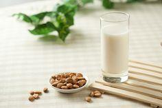 Mandulatej házilag Healthy Recipes, Healthy Food, Glass Of Milk, Paleo, Stevia, Drinks, Smoothie, How To Make, Kitchen