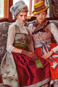 Sportalm Dirndl Herbst 2019 Winter 2020 Traditional German Clothing, Traditional Dresses, Drindl Dress, The Dress, German Fashion, Japanese Fashion, Fashion Models, Fashion Beauty, Fashion Looks