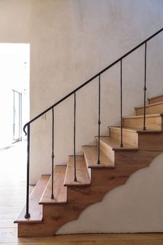 Lyons Bend Summerour Architects Stairs Design architects bend Lyons Summerour Lyons Bend Summerour Architects Stairs Design architects bend Lyons Summerour Always aspired to learn to knit, but unsur. Entry Stairs, Wood Stairs, House Stairs, Stairway Decorating, Foyer Decorating, Decorating Kitchen, Decorating Ideas, Railing Design, Staircase Design