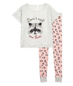 Pyjamas in soft, printed cotton jersey. T-shirt top with a wide neckline and sewn-in turn-ups on the sleeves. Leggings with an elasticated drawstring waist