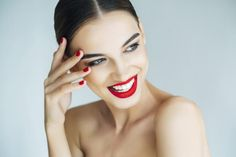 Whether you rock a bold lip or barely there makeup, each beauty look you choose says something about your personal style. Keep reading this article to find out what your makeup look really says about you