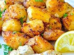 Lemon Herb Roasted Potatoes are cut into small potato nuggets ensure crispy flavour in every bite. One of the most popular side dishes ever to [. Greek Recipes, Veggie Recipes, Gourmet Recipes, Healthy Recipes, Greek Roasted Potatoes, Actifry Recipes, Lemon Herb, Food Print, Good Food