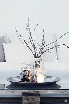 DIY Weihnachtsdeko und Bastelideen zu Weihnachten, skandinavische Tischdeko mit Kerzen, Zweige schmücken