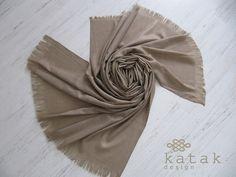 Pañuelo XL de lana color beige pañuelo manta tejido por katakdesign
