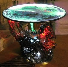 Coolest Death Star Table Ever! Artist Michael Riley made a one-of-a-kind Death Star Table. Geek Out, Nerd Geek, Geek Cave, Star Wars Room, Star Coffee, The Force Is Strong, Cool Coffee Tables, Death Star, Love Stars