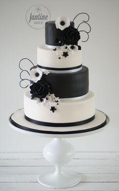 Black and white weddingcake Sugarflowers, roses Bruidstaart   Cakes by Jantine