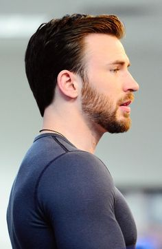 "ms-zilia: "" notsomolly: "" captainevans: pictures of the BAEne of my existence, christopher robert evans. "" Yeah so it's time to. Christopher Evans, Robert Evans, Chris Evans Beard, Chris Evans Haircut, Capitan America Chris Evans, Chris Evans Captain America, Amanda Seyfried, Logan Lerman, Le Male"