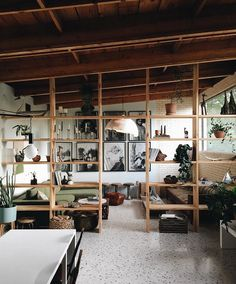 25 space on the shelf Partition walls for functional separation olli levinrmn Interior 25 Space On The Shelf Partition For Functional Separation - If you live in a small studio apartment, if you need very functional and practical room layout, there i Home Interior, Interior Architecture, Studio Interior, Interior Plants, Interiores Design, Home Design, Art Studio Design, Cheap Home Decor, Interior Inspiration