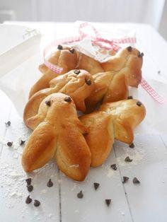 Avec Nadia on a été d'accord très vite : voilà voilà, ça aurait été dommage de passer à côté des Mannelés pour le nouveau #DéfiBoulange ! Réalisés en Alsace pour la St Nicolas, c'est un incontournable dans les boulangeries à ce moment de l'année. Qui...