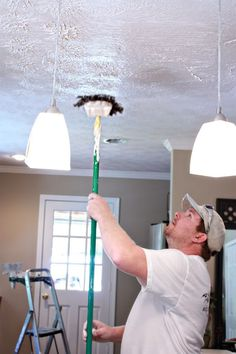 """Mad about Mud - Bower Power Nice descriptions about """"mudding"""", as in adding texture to walls & ceilings Textured Ceiling Paint, Textured Walls, Repairing Plaster Walls, Repair Ceilings, Ceiling Texture Types, Drywall Texture, Drywall Ceiling, Ceiling Painting, Popcorn Ceiling"""