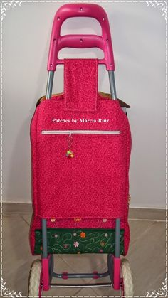 carrinho de compras Shopping Cart Cover, Bag Organization, Purses And Bags, Suitcase, Free Pattern, Quilts, Sewing, Cook, Arts And Crafts