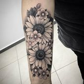 Find the tattoo artist and the perfect inspiration to make your tattoo. - Floral style tattoo created by artist Alcides Correa (Alcidescorreatattoo) from Contagem, MG. Forarm Tattoos, Mom Tattoos, Future Tattoos, Body Art Tattoos, Sleeve Tattoos, Tattoo Ink, Sunflower Tattoo Sleeve, Sunflower Tattoos, Sunflower Tattoo Design