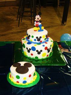Mickey Mouse cake - I could do something like this at home. Dalton loves Mickey, so possible bday Bolo Do Mickey Mouse, Mickey Mouse Cupcakes, Mickey Cakes, Mickey Mouse Clubhouse Birthday, Mickey Birthday, Mickey Party, 2nd Birthday, Birthday Ideas, Party Cakes