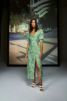 Spring Summer Trends, Spring Fashion Trends, Fashion Week, New York Fashion, Spring Summer Fashion, Fashion Show, Fashion Design, Fashion Updates, Look Chic