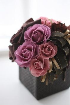 Creative Gifts For Photographers [It doesn't have to be costly] Clay Flowers, Dried Flowers, Fresh Flowers, Beautiful Flowers, Small Centerpieces, Preserved Roses, Silk Floral Arrangements, How To Preserve Flowers, Arte Floral