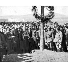 1922 c. LA POLÍTICA Y LA CAMPAÑA DE MARRUECOS EN EL AÑO 1922. 1. D. JUAN DE LA CIERVA (X) MINISTRO DE LA GUERRA, CON LOS PERIODISTAS MADRILEÑOS, ANTE LA CRUZ DE MONTE ARRUIT.: Descarga y compra fotografías históricas en | abcfoto.abc.es