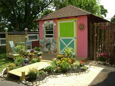 ...art studio shed. Cute, but look at the deck walkway, I bet we could do that out of pallets!