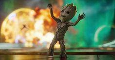 Diretor mostrou o requebrado em mais um vídeo referência do gingado utilizado por Baby Groot no começo de Guardiões 2. Semana passada, James Gunn divertiu fãs pelo mundo todo com um vídeo revelando que os movimentos de dança usados por baby Groot na sequência inicial de Guardiões da Galáxia 2, foram inspirados no ritmo do …