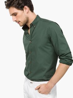 CAMICIA STAMPA SLIM FIT in abbinamento con jeans scuri.  Slim fit shirt to match with dark jeans