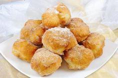 Sonhos recipe for Portuguese fried dough, Portuguese popover dessert, Portuguese donuts, Portuguese Christmas dessert Donut Recipes, Pastry Recipes, Cookie Recipes, Snack Recipes, Dessert Recipes, Healthy Recipes, Snacks, Portuguese Desserts, Portuguese Recipes