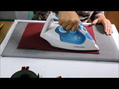 Nesse vídeo você vai aprender fazer uma carteira de mão, utilizando a técnica de dublagem do tecido.Vai aprender também a colocar zíper e costurar viés de um...