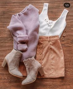 High Fashion halbe kurze Stiefeletten You are in the right place about Minimalist Lifestyle green He Look Fashion, Teen Fashion, High Fashion, Autumn Fashion, Fashion Trends, Feminine Fashion, Fashion Hair, Womens Fashion Outfits, Fashion Dresses