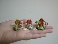 Nacimientos en cáscara de pistacho . Miniature Christmas, Christmas Nativity, Biscuit, Church Crafts, Pasta Flexible, Gingerbread, Sculpting, Polymer Clay, Bunny
