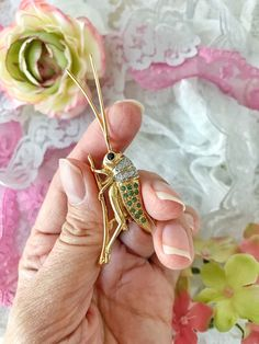 Stunning Grasshopper brooch pin Fifth avenue jewelry collection gold metal genuine austrian crystals Butler #etsy #jewelry #brooch #gold #animals #green #insect #grasshopper #goldmetal #fifthavenue