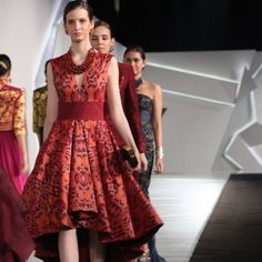 Dress red fashion couture New ideas Batik Fashion, Red Fashion, Ethnic Fashion, Couture Fashion, Fashion Dresses, Model Dress Batik, Batik Dress, Traditional Fashion, Traditional Dresses
