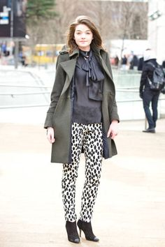 Make an outfit more chic, instantly, with printed pants #streetstyle #fashionweek #fashionweek