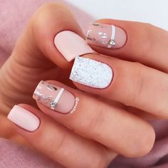 Matte nails are easy to polish, you don't have to be an artist or do complex designs to make beautiful nail art. 37 Spring Elegant Sqaure Matte Nails that you n Nude Nails, My Nails, Acrylic Nails, Coffin Nails, Party Nails, Homecoming Nails, Foil Nails, Nails With Foil, Minimalist Nails