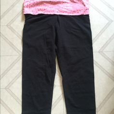 VS PINK cropped yoga pants Victoria's Secret PINK cropped yoga leggings in size small. In very good condition. No major flaws, just normal signs of wear. Cropped length! Victoria's Secret Pants Leggings